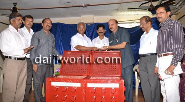 Mangalore MLA J R Lobo distributes vermicompost bins