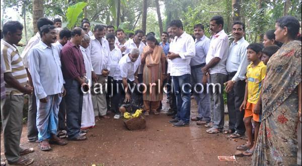 Mangalore MLA J R Lobo initiates road repair work at Bajal