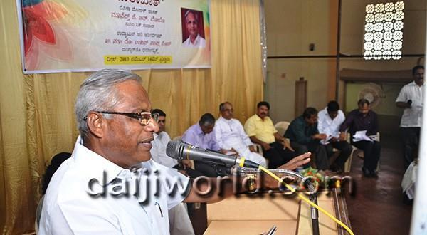 Mangalore MLA J R Lobo interacts with Christian leaders