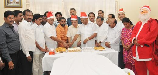 MLA J R Lobo celebrates Christmas at Jamiyyatul Falah and Kudroli Temple