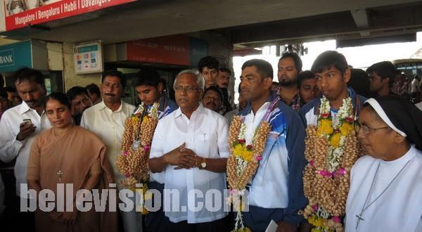 Mlore MLA J R Lobo felicitates Silver Medalists Cricketers of St Agnes Special School