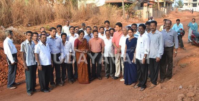 MLA & DC inspects Shaktinagara main road works