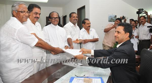 DK constituency Congress candidate Janardhana Poojary files nomination for LS election