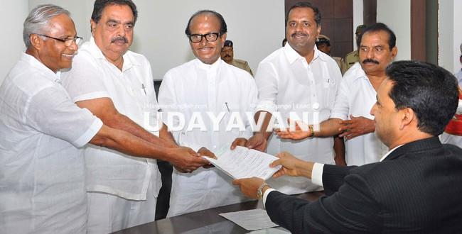 LS Elections 2014 Poojary, Congress MP candidate from DK files nomination