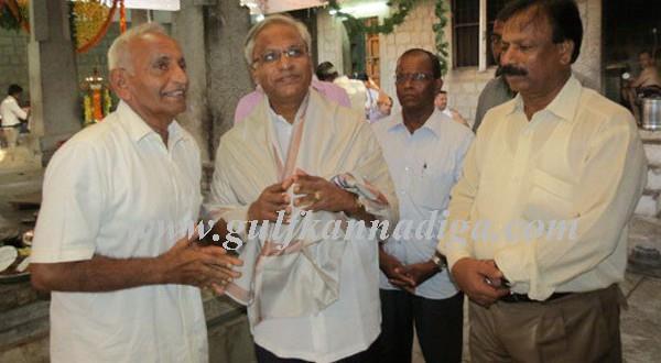 MLA J R Lobo visits Kankanady Mahalingeshwara Temple