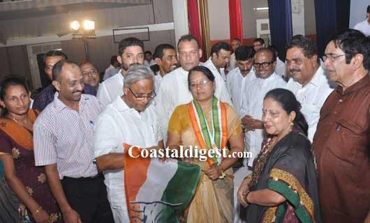 Mangalore Congress holds massive convention, inducts several newcomers