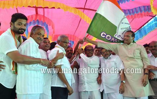 Poojari leads Congress Padayatra from Tokkottu to Kulur