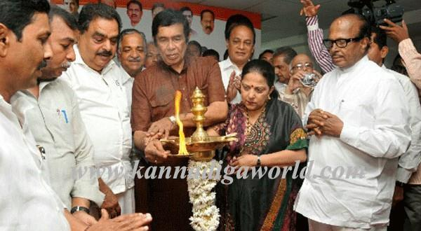 Union Transport Minister inaugurates Congress Election Campaign office