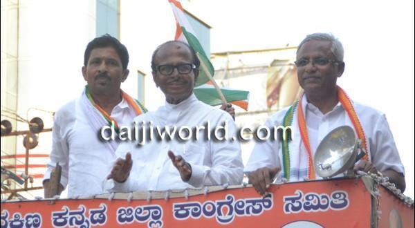 Mangalore Congress campaign ends on high note as supporters cheer for Poojary