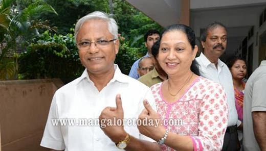 Mangalore Polling begins on brisk note in DK ; Poojary, Nalin cast their vote