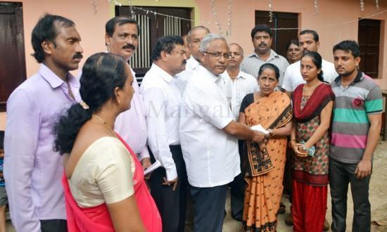 Mangalore J R Lobo Hands over Cheque for Rs 70,000 as Relief for Fire Damage