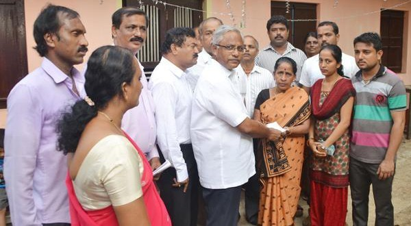 Mangalore MLA J R Lobo hands over compensation cheque to Kasturi, to repair house