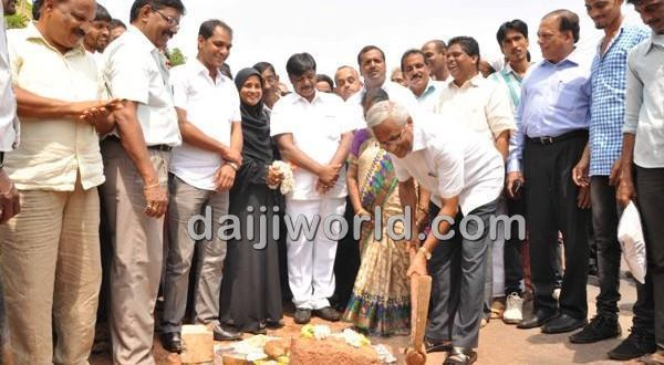 Mangalore PWD minister lays foundation for Ullal-Mani road widening work