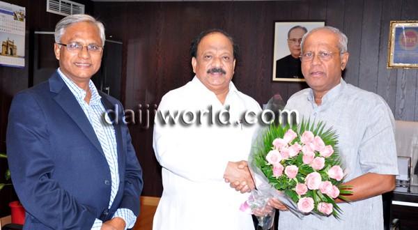 Mangalore-Kuwait flight: J R Lobo, Roshan Baig meet Air India MD, aviation minister