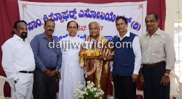 Mangalore: J R Lobo, Ivan D'souza honoured by St Christopher Assn