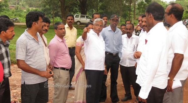 Mangalore: MLA J R Lobo seeks permission from railways to develop Kongoor mutt Road