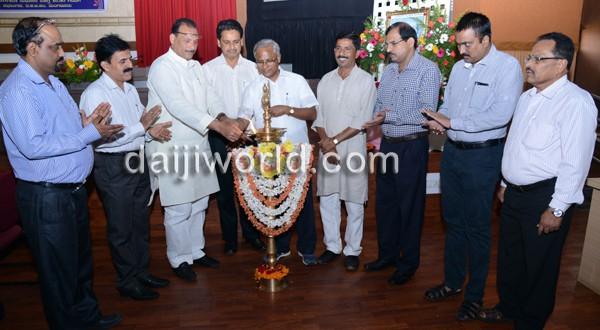 Mangalore: Dist Admin observes 99th birth anniversary of Devaraj Urs