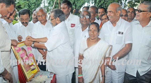 District Congress Association pays tribute to Late Dr Ananthamurthy.