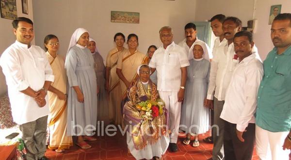 Mangalore: MLA J R Lobo honors his primary teacher Sr Florita at Rosa Mistica Convent