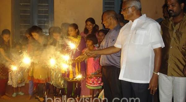 Mangalore: MLA J R Lobo celebrates Deepavali with inmates of Bagini Samaj