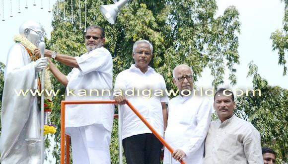The Congress activists exchange words in Congress sevadala Program in front of Gandhi's Statue.