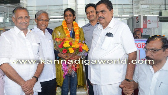 Grand welcome to Athlete M.R.Poovamma in Mangalore.