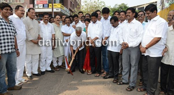 J R Lobo inauguarates Kodialguttu road construction work