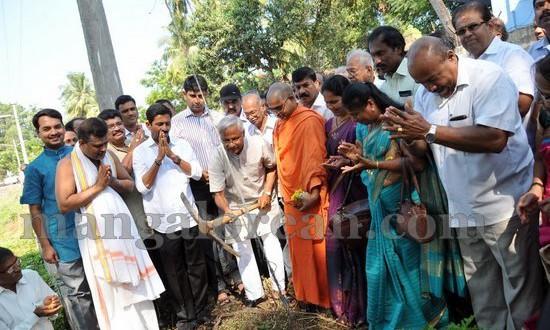 Mangaluru: MLA J R Lobo inaugurates Gujjarakere Pond Development Work