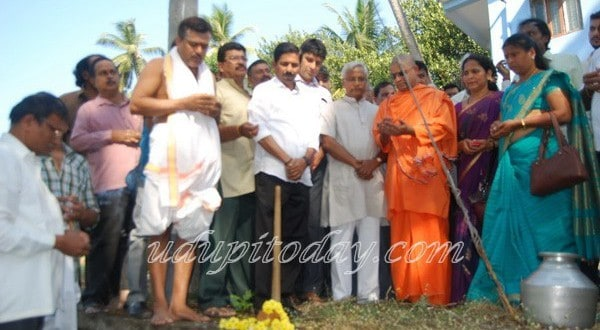 Mangaluru: MLA J.R. Lobo launches Gujjarakere rejuvenation work