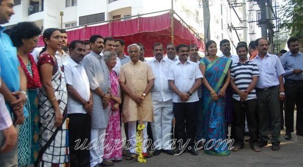 Mangaluru: J.R. Lobo performs Guddali Pooja for road works
