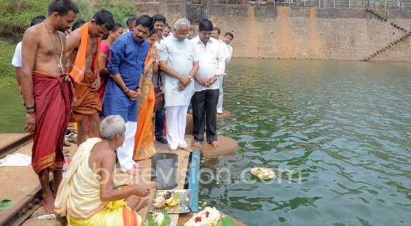Bantwal: Minister Ramanath Rai offers Bhagina to Netravati River, lifeline of DK district