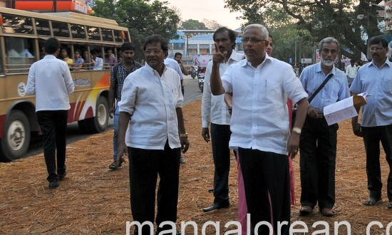 Mangaluru: MLA J R Lobo Inspects Kadri - Nanthur Road concreting work