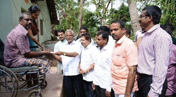 Mangaluru: MLA J R Lobo hands over Rs 70,000 to renovate collapsed house