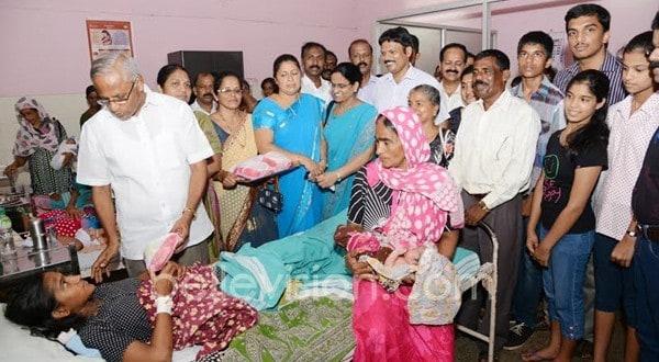 Mangaluru: Catholic Sabha of Cordel distribute fruits to inpatients of Lady Goschen Hospital