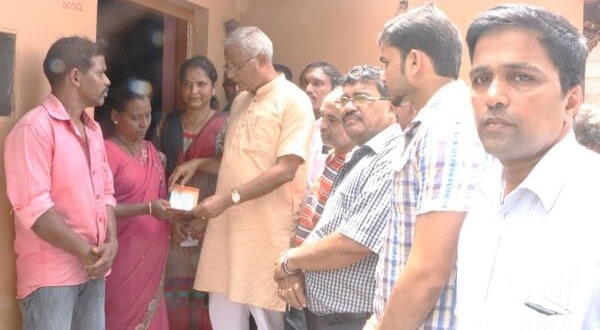 M'luru: Youth Congress donates for medical treatment of ailing son