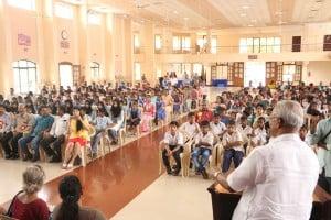 ಶಾಸಕ ಜೆ. ಆರ್ ಲೋಬೊರವರ ನೇತೃತ್ವದಲ್ಲಿ 500 ಪ್ರಾಥಮಿಕ ಶಾಲಾ ಮಕ್ಕಳಿಗೆ ಸ್ಕೂಲ್ ಬ್ಯಾಗ್ ವಿತರಣೆ.