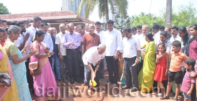 MLA J R Lobo lays foundation for Kankanady B ward concrete road